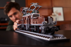 10277 Crocodile Locomotive Announce 26